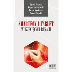 Smartfon i tablet w dziecięcych rękach
